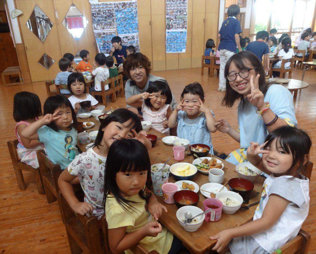 所沢市にあるあかね保育園で行われた誕生会の様子の画像