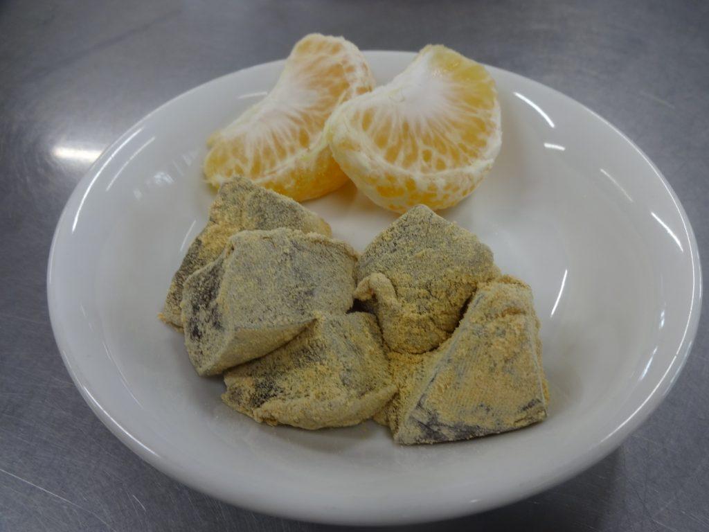 所沢市のあかね保育園のおいしい給食 黒糖くずもちの作り方