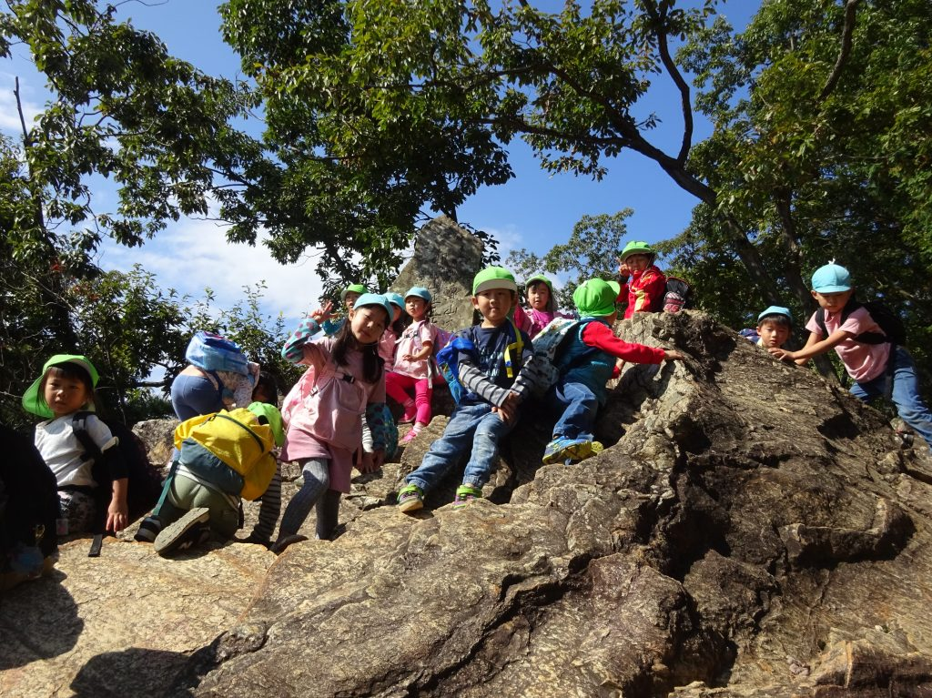 あかね保育園の子どもたちと山登り遠足