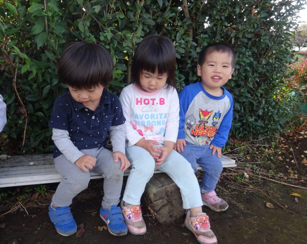 所沢市のあかね保育園でお散歩に出かける子どもたちの写真